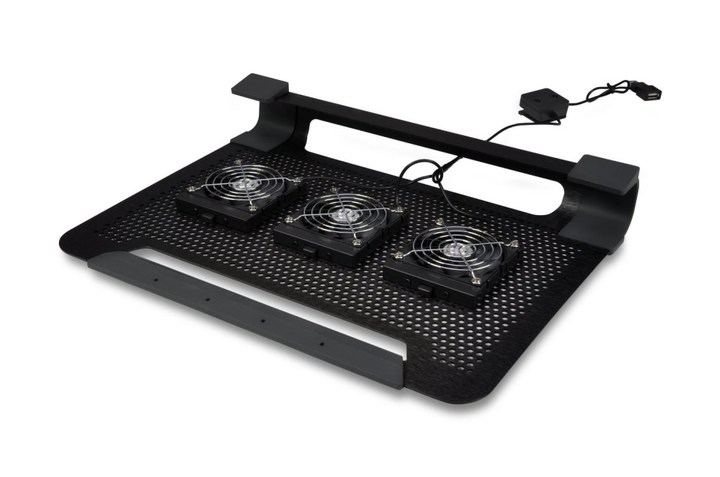 The underside of the Cooler Master U3. Where you can reposition the fans for optimal cooling.